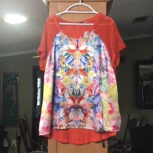 NWT Avenue top flower print lace sleeves